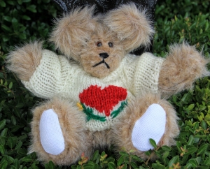 sweater bear beige heart (2) (640x517)