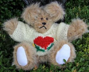 sweater bear beige heart (2) (640x517)