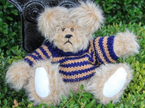 sweater bear blue and beige striped (640x479)