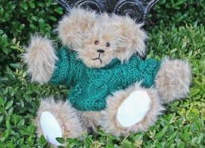 sweater bear forest green (2) (640x465)