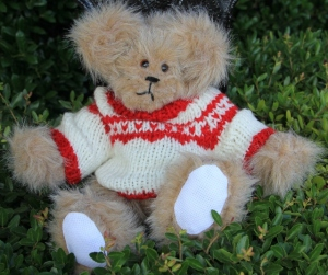sweater bear red and white (640x537)