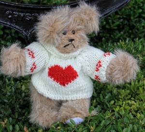 sweater bear white heart (640x582)